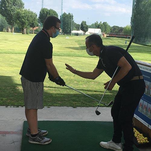 Foto de la Fundación Deporte y Desafío: clase de golf en DiverCamp